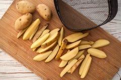 Todavía de la patata vida en la endecha de madera del plano del fondo Imagen de archivo libre de regalías