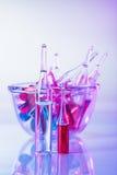 Todavía de las ampollas vida médica en violeta Fotos de archivo