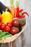 Todavía de las verduras vida en la tabla de madera Fotografía de archivo