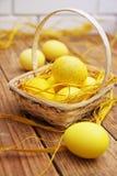 Todavía de Pascua huevos amarillos de la vida Imágenes de archivo libres de regalías