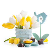 Todavía de Pascua vida con el corazón amarillo Fotos de archivo libres de regalías