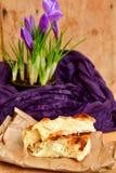 Todavía de Pascua vida con la empanada del queso y el azafrán de las flores Imágenes de archivo libres de regalías