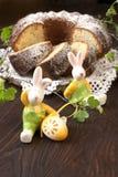 Todavía de Pascua vida con la torta Imagen de archivo