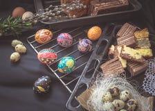 Todavía de Pascua vida con los elementos tradicionales del día de fiesta Imagen de archivo libre de regalías
