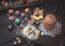 Todavía de Pascua vida con los elementos tradicionales del día de fiesta Fotografía de archivo libre de regalías