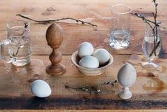 Todavía de Pascua vida con los huevos en estilo rural, Imagen de archivo libre de regalías