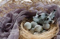 Todavía de Pascua vida con los pájaros Imágenes de archivo libres de regalías