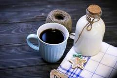 Todavía de RFestive vida con una botella, una taza, galletas Foto de archivo libre de regalías