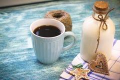 Todavía de RFestive vida con una botella, una taza, galletas Imagen de archivo libre de regalías