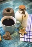 Todavía de RFestive vida con una botella, una taza, galletas Imagen de archivo