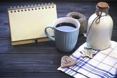 Todavía de RFestive vida con una botella, una taza, un cuaderno Imagenes de archivo