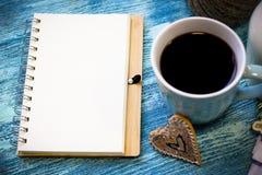 Todavía de RFestive vida con una taza de café, galletas, cuaderno Imagen de archivo