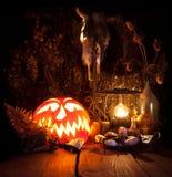 Todavía de Víspera de Todos los Santos vida Calabaza asustadiza de Halloween, seta, velas Imagen de archivo libre de regalías