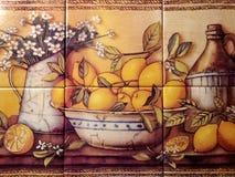 Todavía del azulejo vida de limones Imagenes de archivo