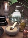 Todavía del balneario vida con la máscara ardiente de la vela y de la arcilla en backg de madera Fotos de archivo