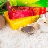 Todavía del balneario vida con la sal, la piedra y tres pedazos de jabón Foto de archivo libre de regalías