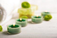 Todavía del BALNEARIO vida con la toalla y las velas Foto de archivo libre de regalías