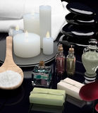 Todavía del balneario vida con las velas ardientes Petróleos aromáticos Foto de archivo libre de regalías