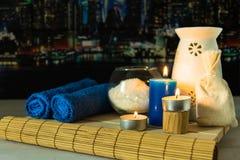 Todavía del balneario vida con las velas, la sal y el aroma Imágenes de archivo libres de regalías