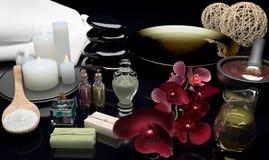 Todavía del balneario vida con las velas y las flores ardientes de una orquídea Fotografía de archivo libre de regalías