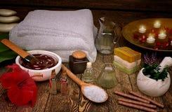 Todavía del balneario vida con las velas y los productos del balneario Imagen de archivo libre de regalías