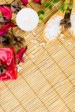 Todavía del balneario vida en el fondo de bambú Fotos de archivo