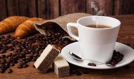 Todavía del café vida con la taza de café Fotos de archivo libres de regalías