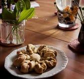 Todavía del interior vida, pan y flores Fotografía de archivo libre de regalías