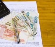 Todavía del negocio vida con el contrato del trabajo y del trabajo Foto de archivo libre de regalías
