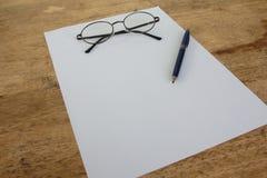 Todavía del negocio vida con el papel vacío de la hoja para el copyspace Foto de archivo libre de regalías