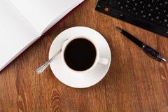 Todavía del negocio vida con la taza de café sólo Foto de archivo