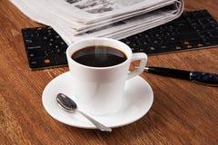 Todavía del negocio vida con la taza de café sólo Imagen de archivo libre de regalías