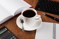 Todavía del negocio vida con la taza de café sólo Foto de archivo libre de regalías