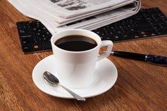 Todavía del negocio vida con la taza de café sólo Fotos de archivo libres de regalías