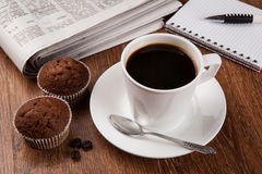 Todavía del negocio vida con la taza de café sólo Fotos de archivo