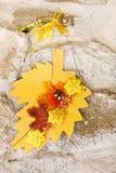 Todavía del otoño decoración de la vida sobre el fondo de piedra Foto de archivo