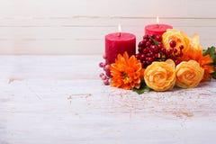 Todavía del otoño foto de la vida con las flores en colores amarillos Imagen de archivo libre de regalías