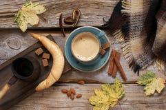 Todavía del otoño vida acogedora con café Imagen de archivo