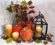 Todavía del otoño vida con la linterna y las velas Fotografía de archivo