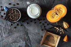 Todavía del otoño vida con la opinión superior de la calabaza y del café Imagen de archivo libre de regalías