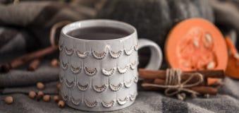 Todavía del otoño vida con la taza de té Fotos de archivo