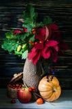 Todavía del otoño vida con las frutas y verduras Fotos de archivo libres de regalías