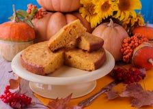 Todavía del otoño vida Pastel de calabaza hecho en casa para el día de la acción de gracias Foto de archivo libre de regalías