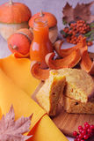 Todavía del otoño vida Pastel de calabaza y jugo hechos en casa para Thanksgivi Foto de archivo libre de regalías