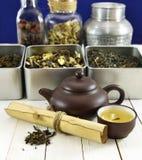 Todavía del té vida china con la caldera, el cuenco y la voluta Imagen de archivo