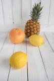 Todavía del verano vida con las frutas Imagen de archivo libre de regalías