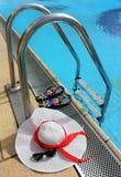 Todavía del verano vida por la piscina Imagenes de archivo