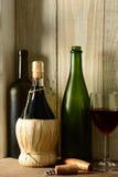 Todavía del vino vida con la luz de la ventana Imagen de archivo libre de regalías