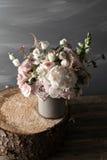 Todavía del vintage vida con las flores Imagenes de archivo