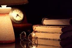 Lámpara y libros Fotografía de archivo libre de regalías